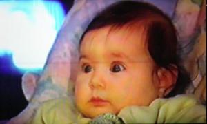 Un bébé de 12 mois regarde plus longtemps un événement improbable qu'un événement probable.